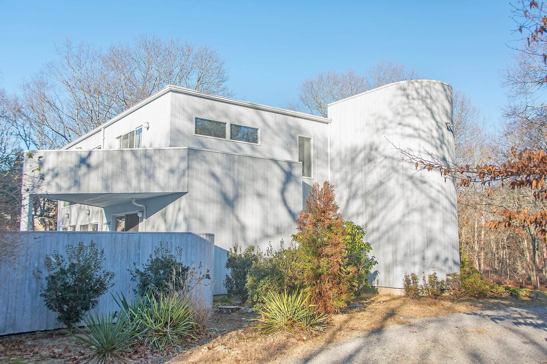 11. Single Family Home at Inviting Contemporary East Hampton, NY 11937