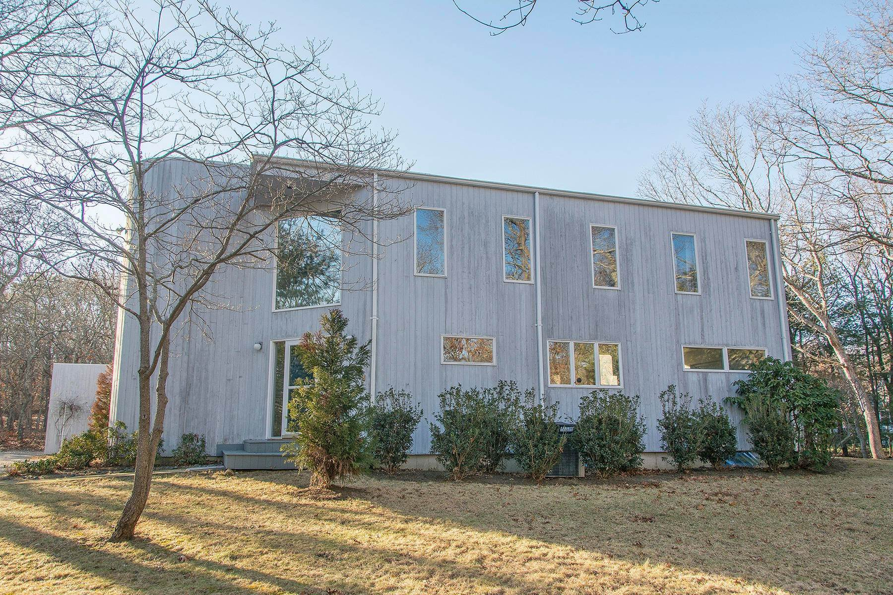 12. Single Family Home at Inviting Contemporary East Hampton, NY 11937