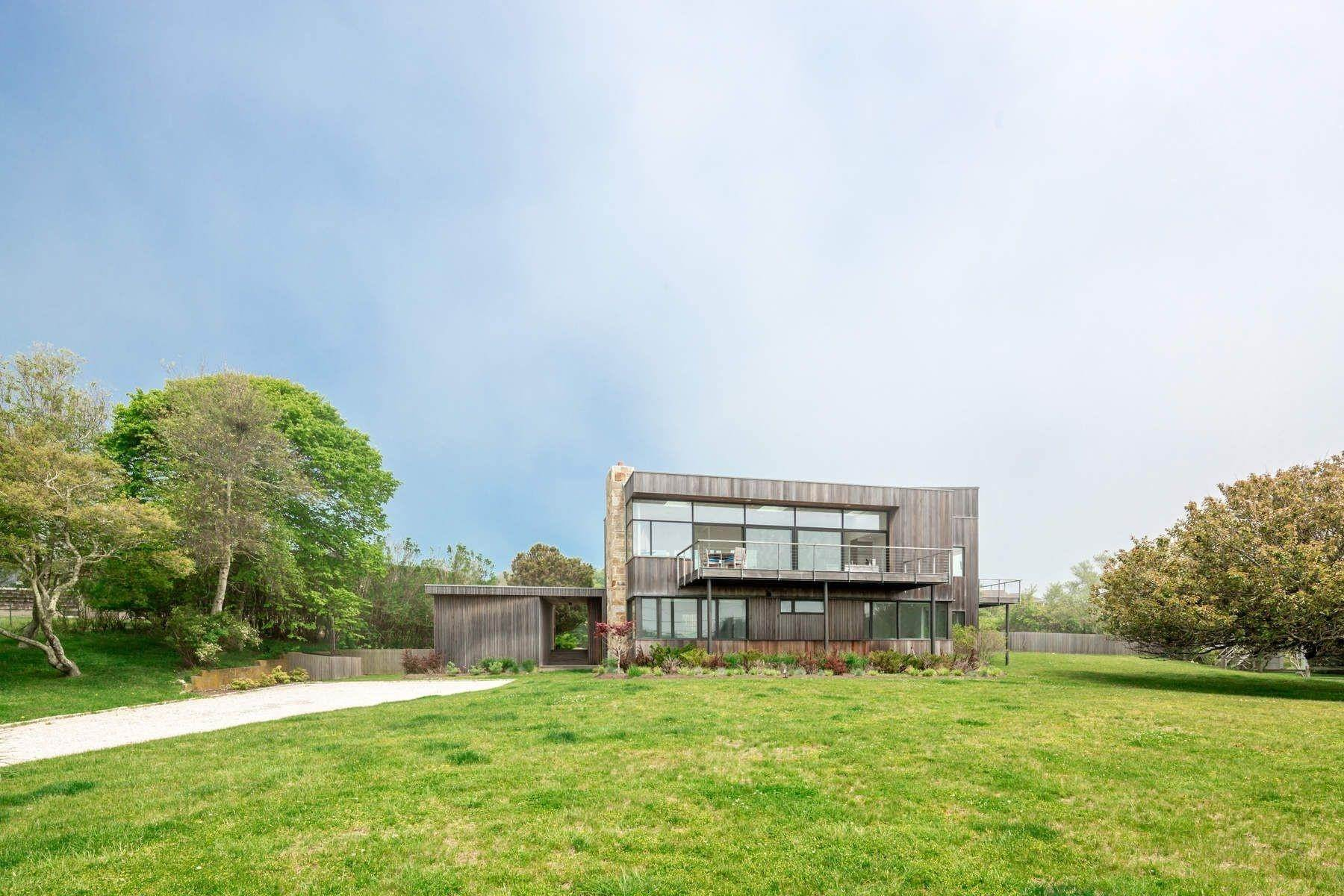 2. Single Family Home at Modern Beach House With Amazing Oceanviews On Surfside Avenue Montauk, NY 11954