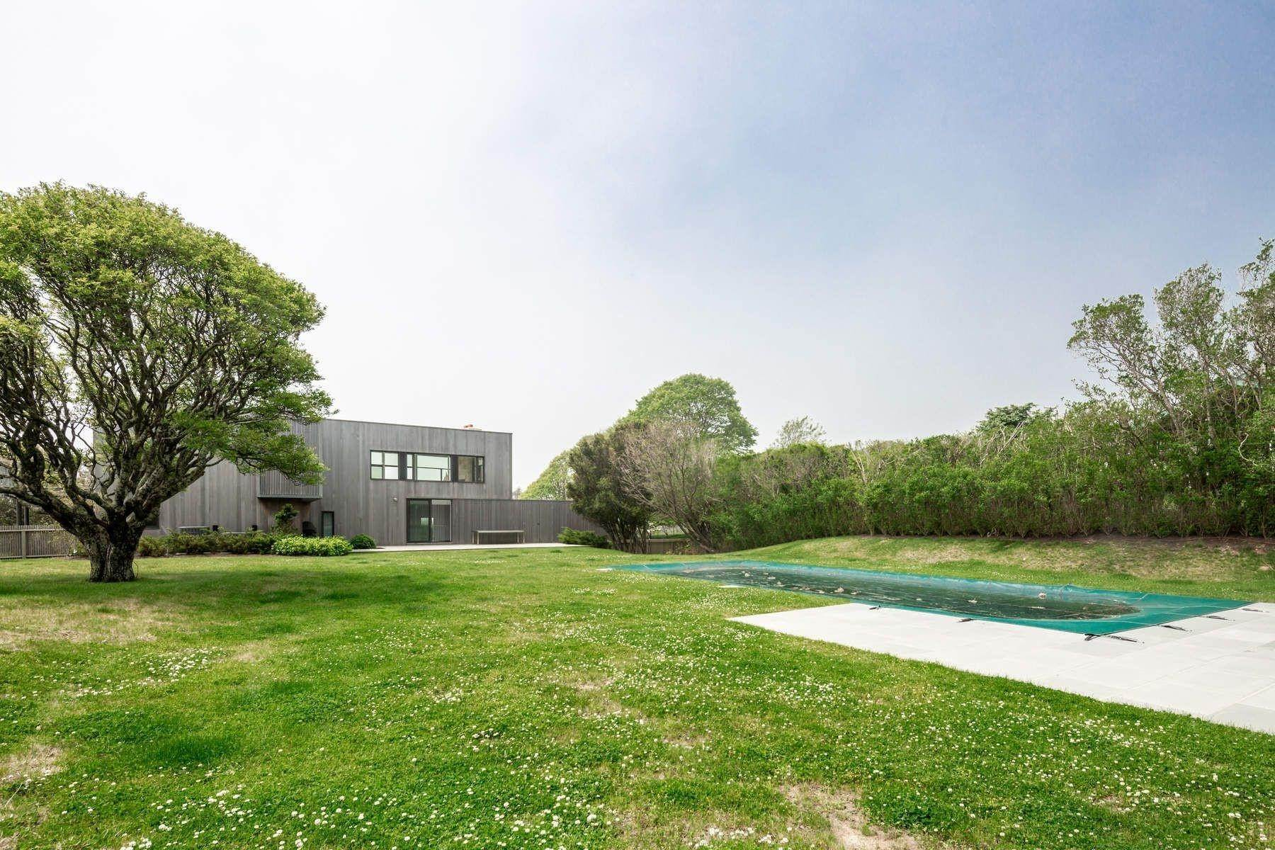 3. Single Family Home at Modern Beach House With Amazing Oceanviews On Surfside Avenue Montauk, NY 11954