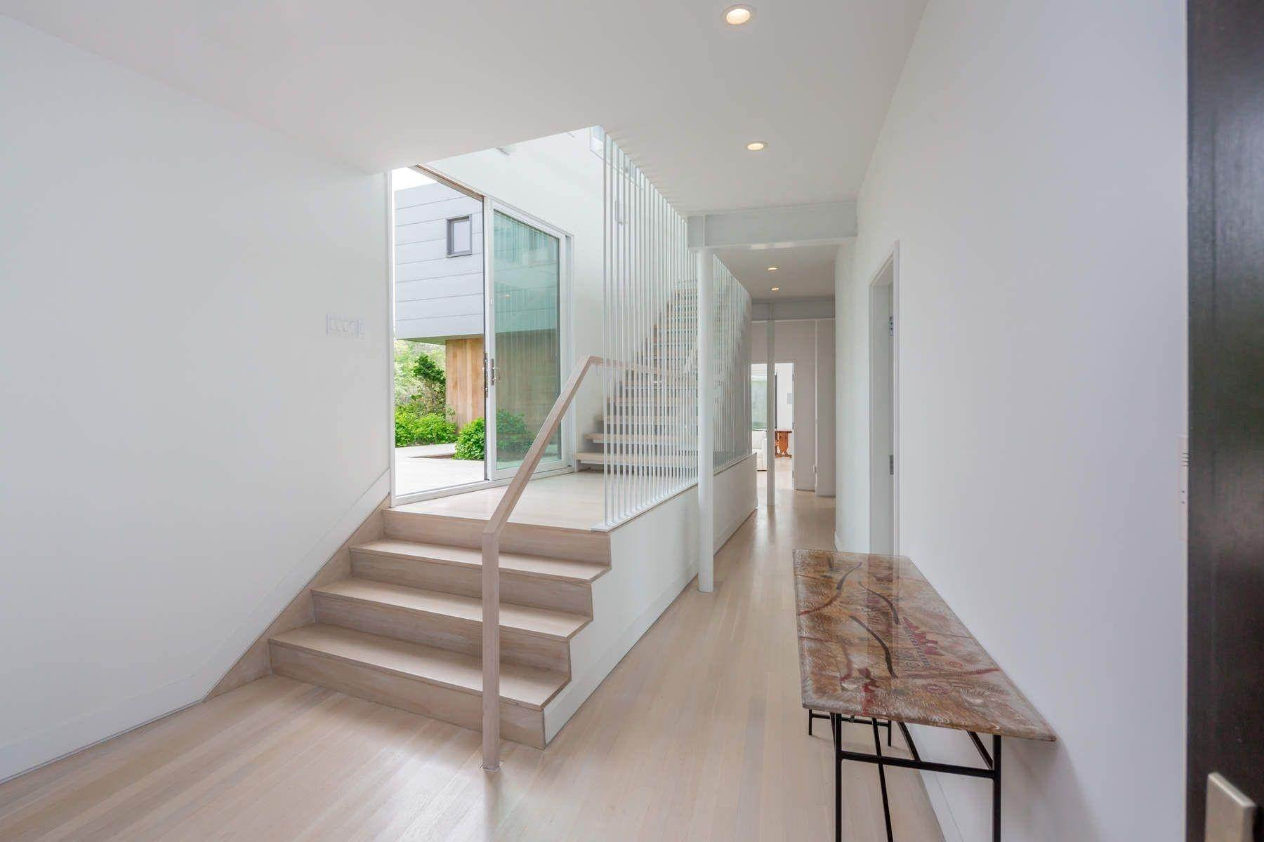 19. Single Family Home at Modern Beach House With Amazing Oceanviews On Surfside Avenue Montauk, NY 11954