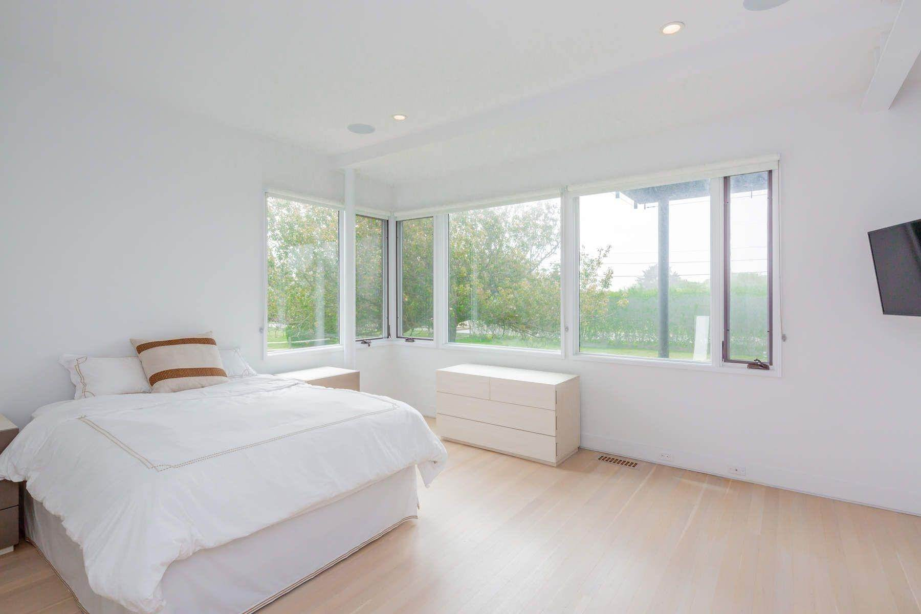 16. Single Family Home at Modern Beach House With Amazing Oceanviews On Surfside Avenue Montauk, NY 11954