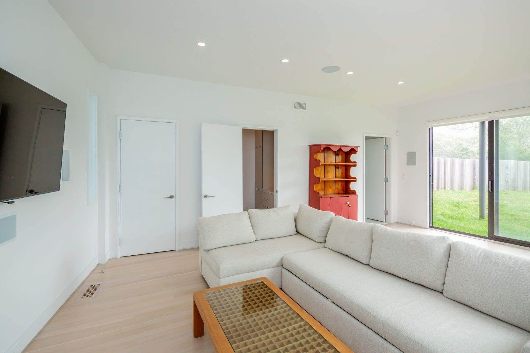 18. Single Family Home at Modern Beach House With Amazing Oceanviews On Surfside Avenue Montauk, NY 11954