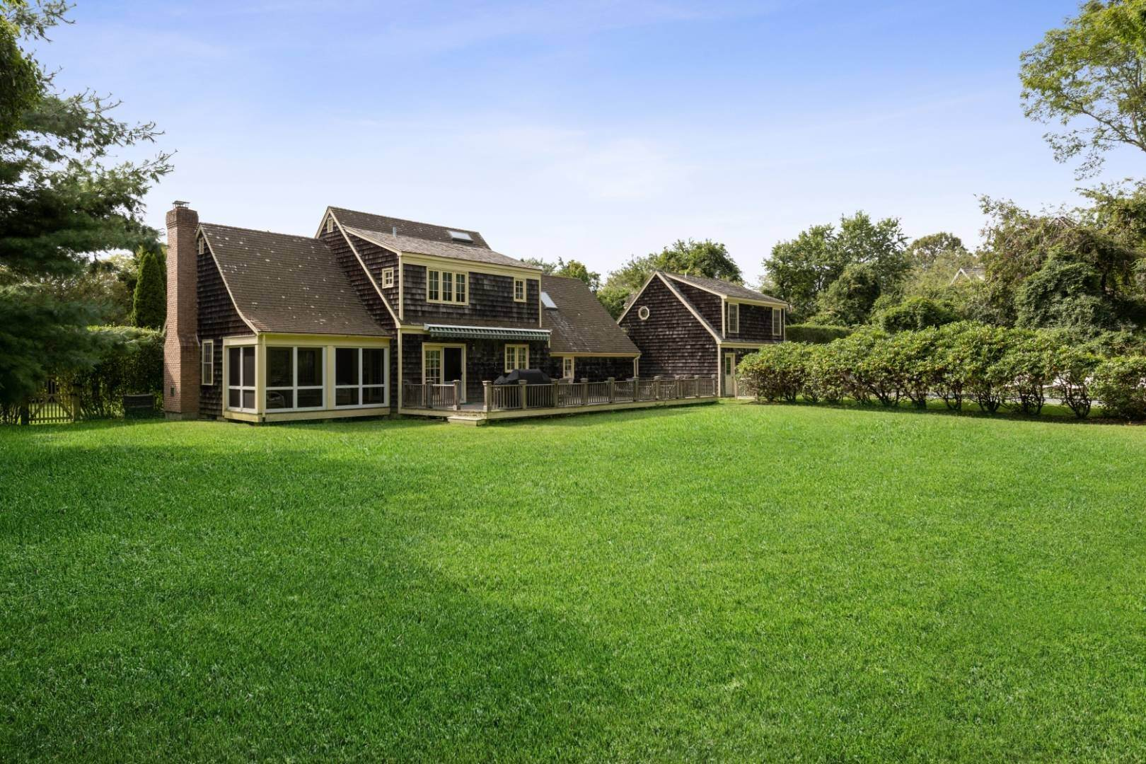 4. Single Family Home at Lots Of Room To Roam - Bridgehampton North Bridgehampton, NY 11932