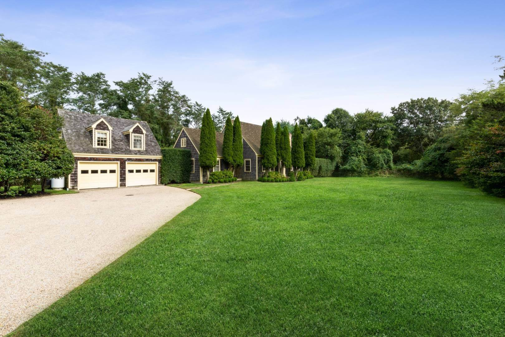 Single Family Home at Lots Of Room To Roam - Bridgehampton North Bridgehampton, NY 11932