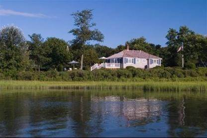 2. Single Family Home at Flower Cottage Southampton Southampton, NY 11968