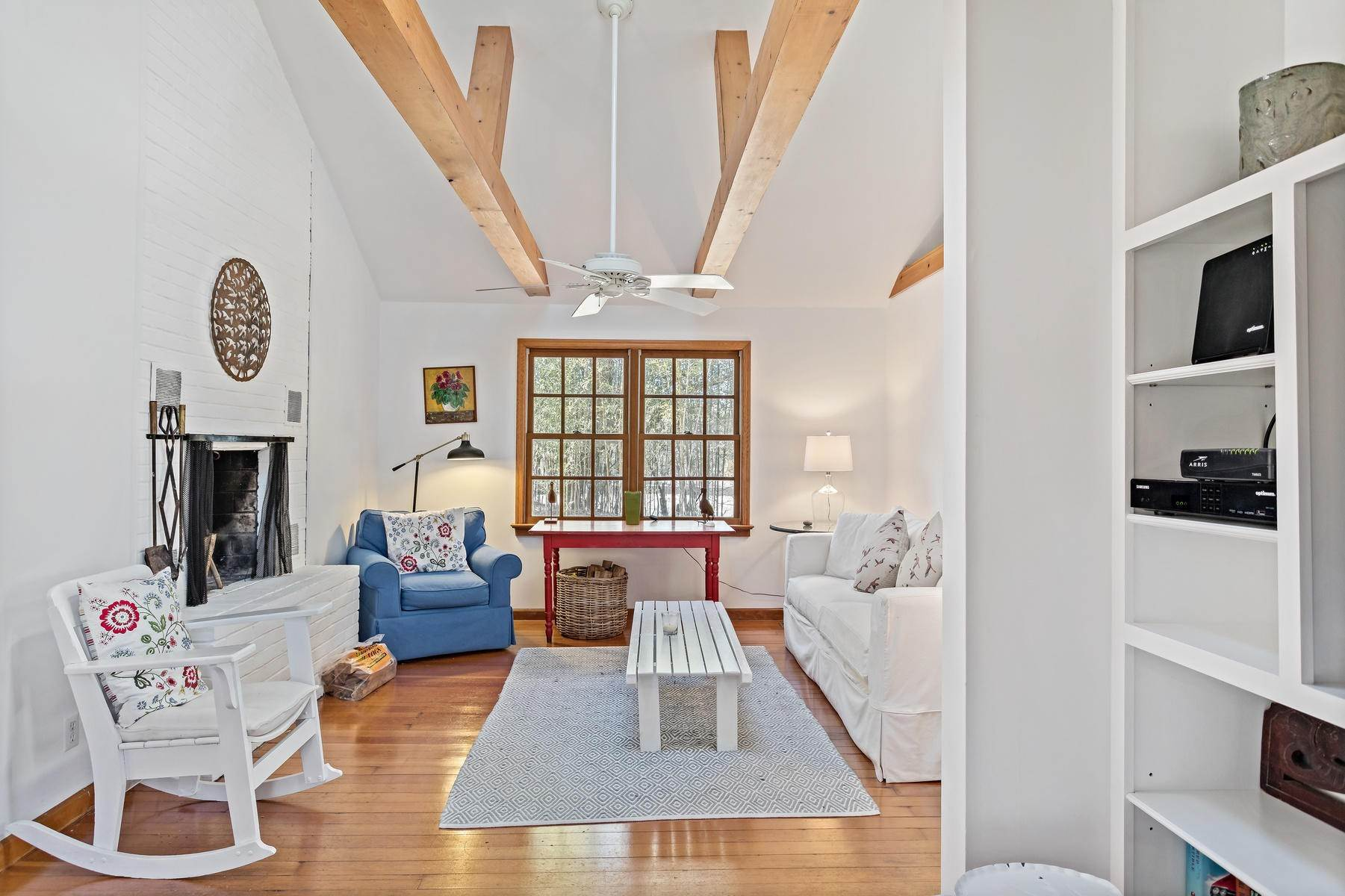 6. Single Family Home at Sweet Amagansett Dunes Deal Amagansett, NY 11930