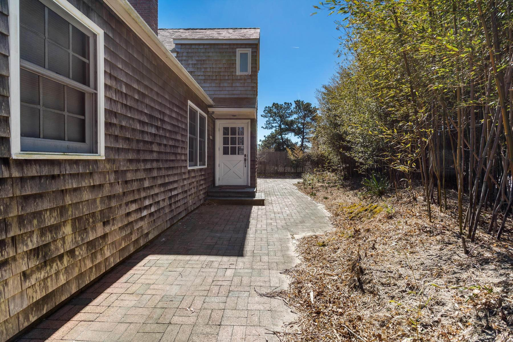 2. Single Family Home at Sweet Amagansett Dunes Deal Amagansett, NY 11930