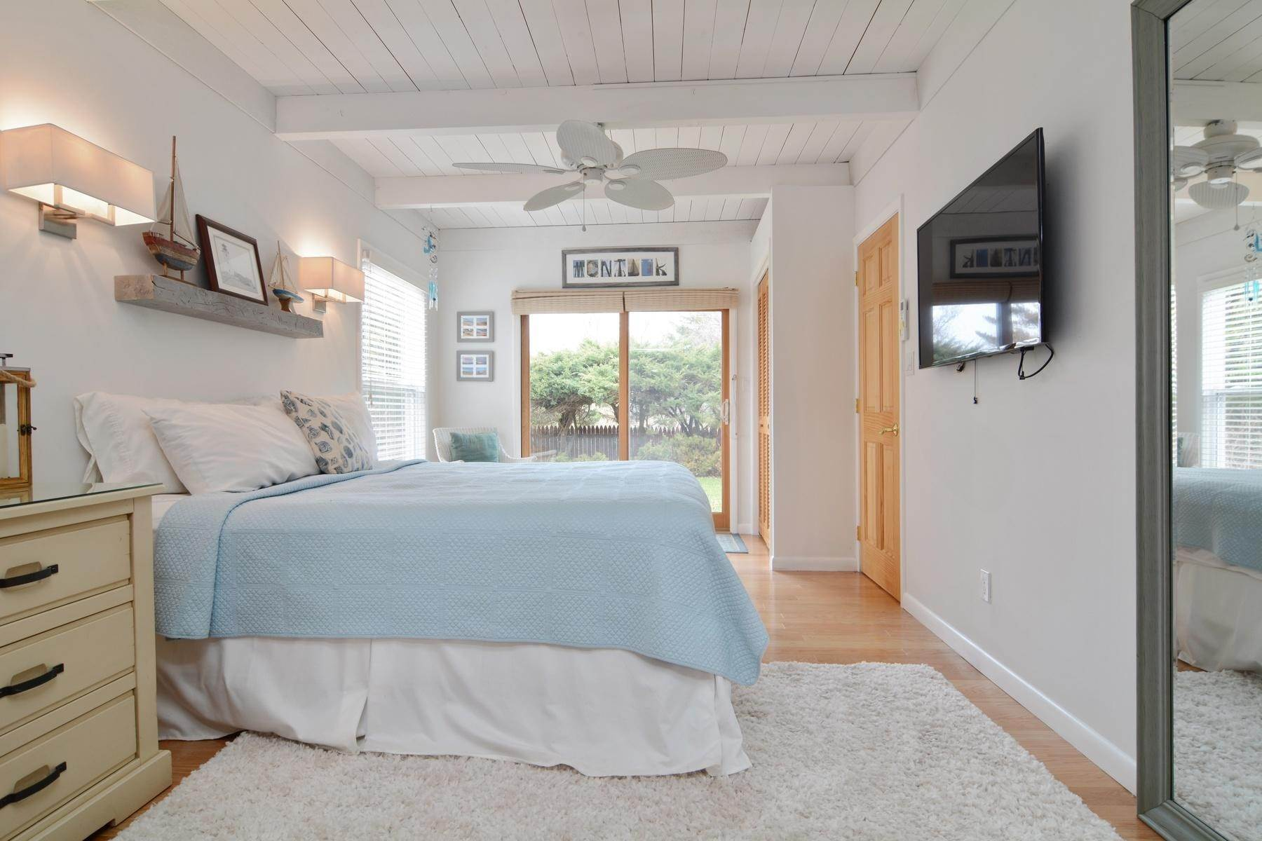 7. Single Family Home at Culloden Beach Beauty Montauk, NY 11954