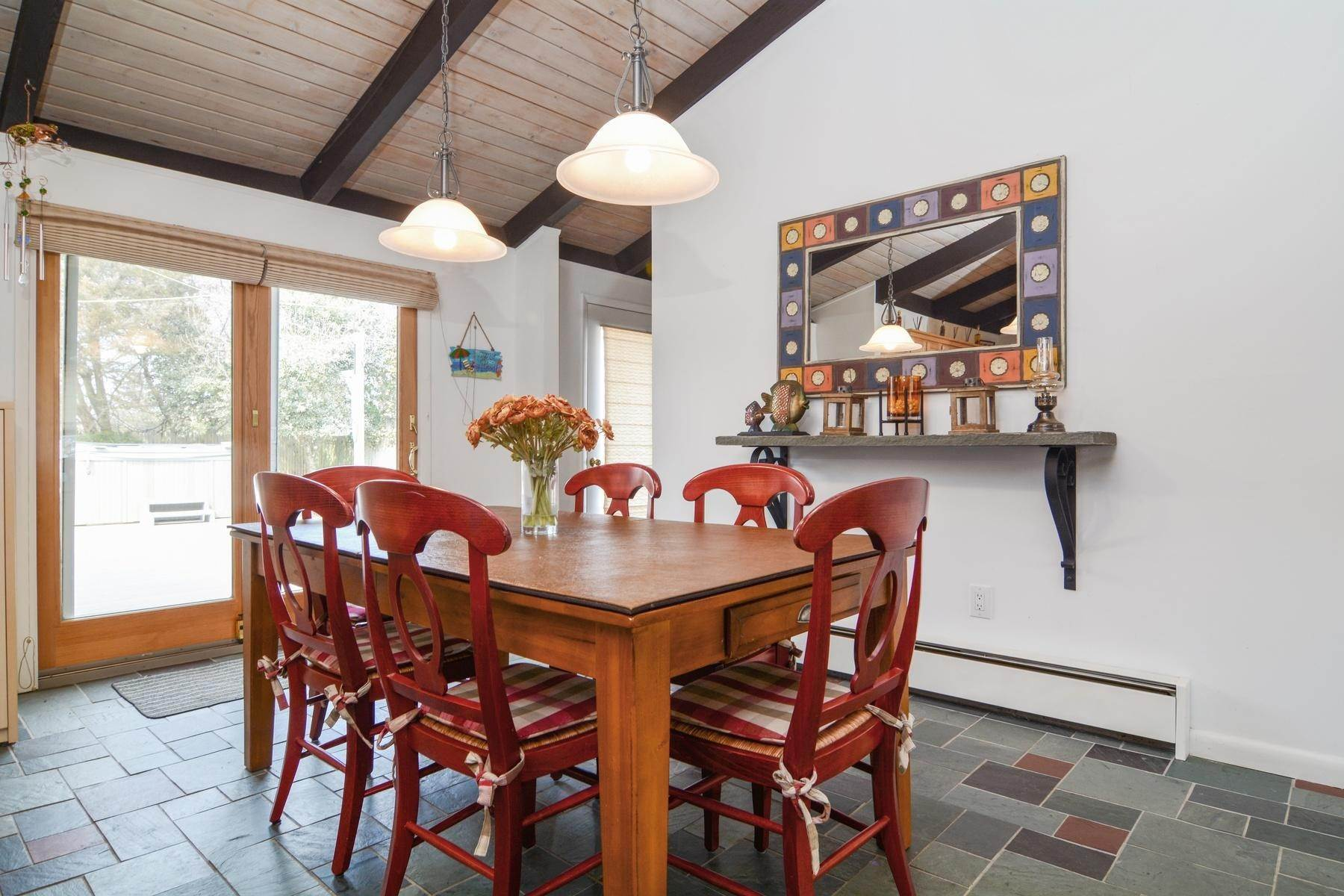 5. Single Family Home at Culloden Beach Beauty Montauk, NY 11954