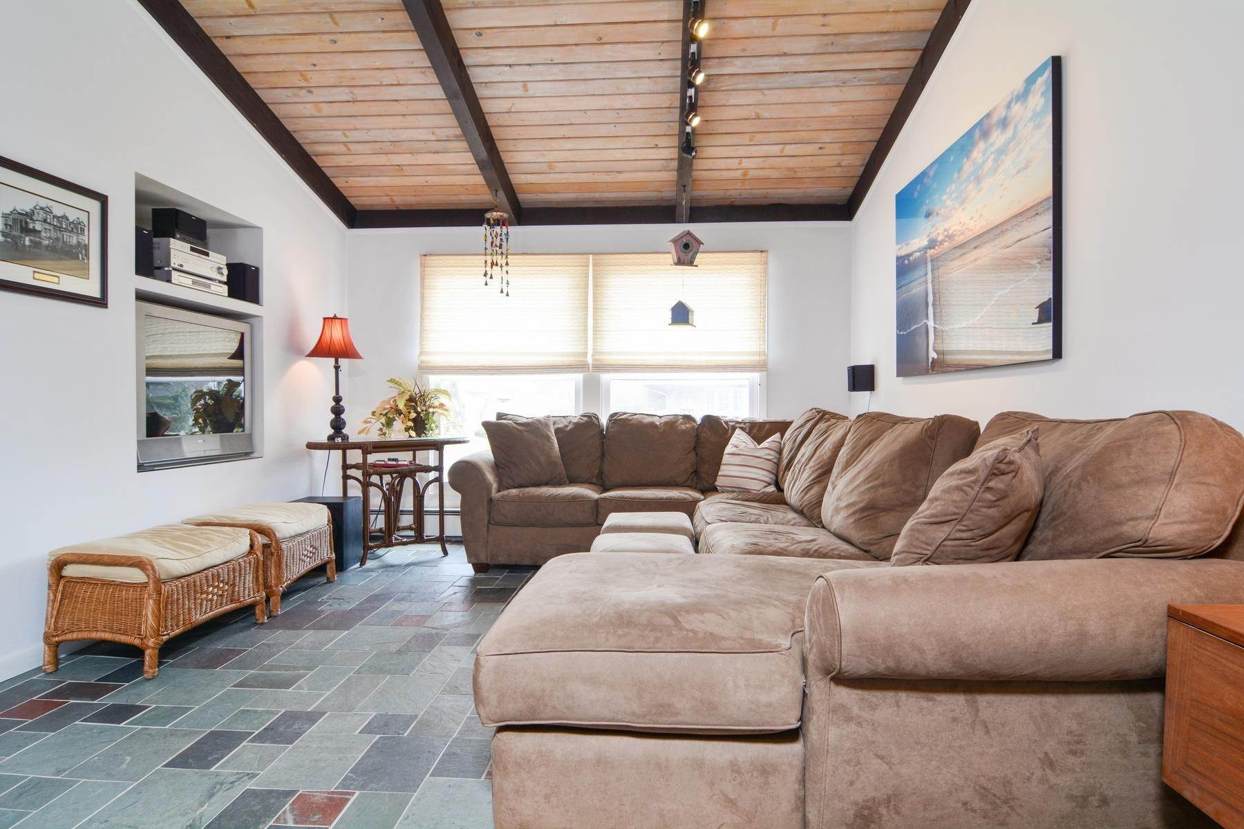 10. Single Family Home at Culloden Beach Beauty Montauk, NY 11954