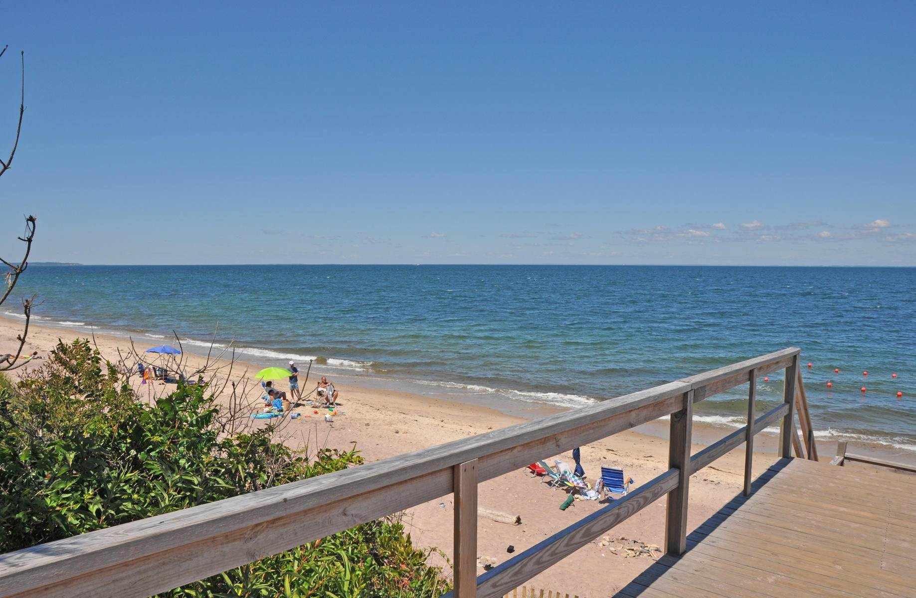15. Single Family Home at Culloden Beach Beauty Montauk, NY 11954