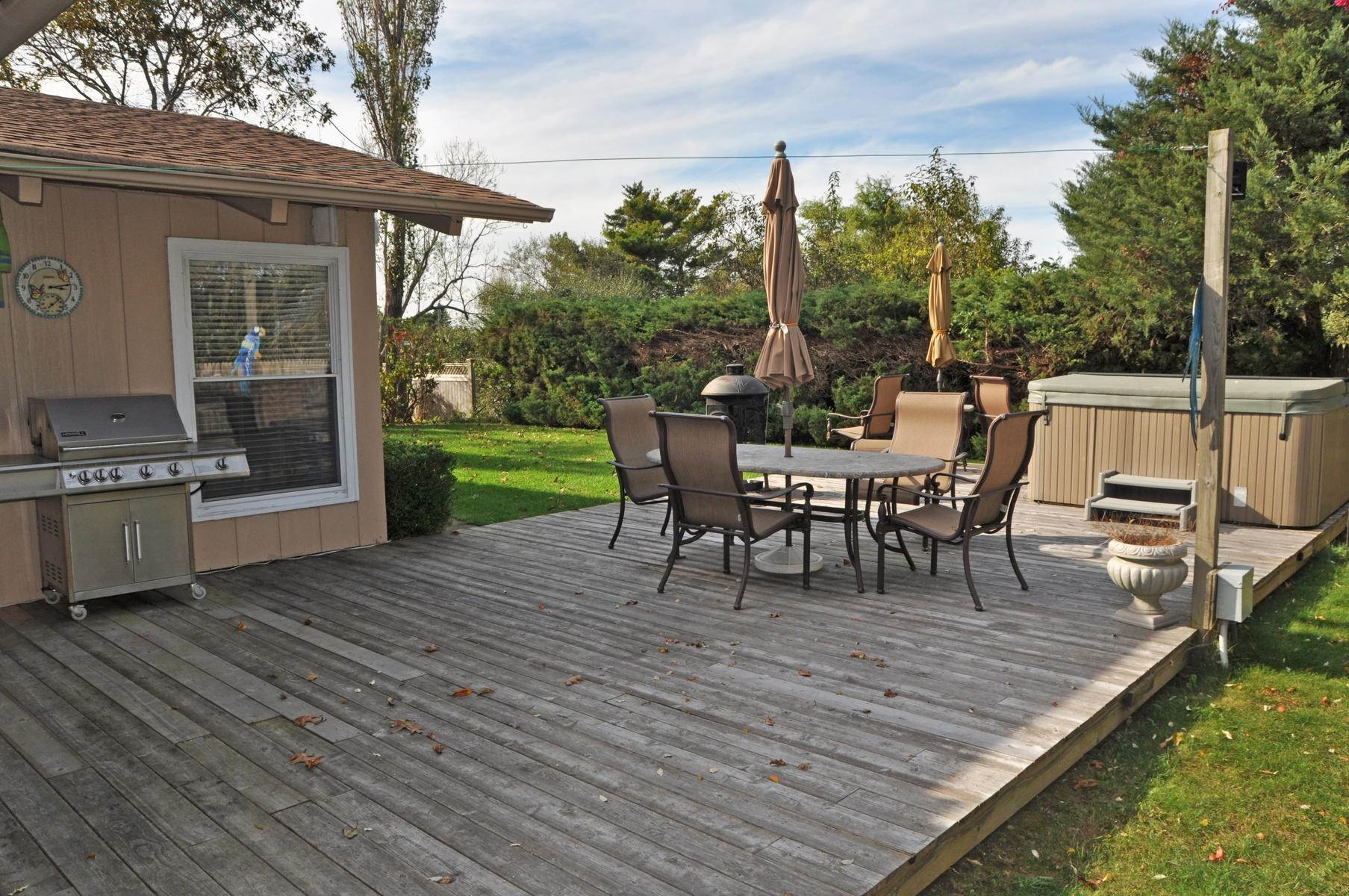 12. Single Family Home at Culloden Beach Beauty Montauk, NY 11954