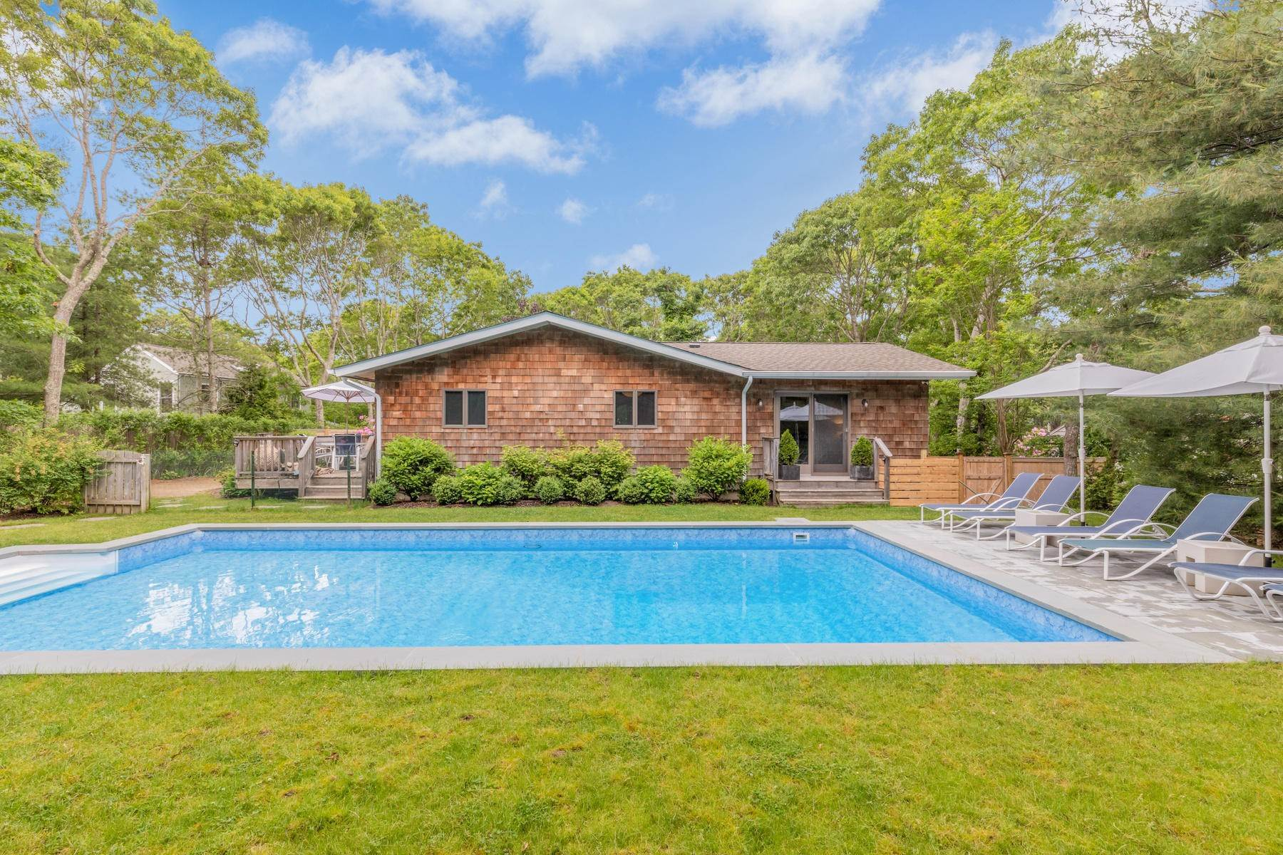 Single Family Home at East Hampton House On Elevated Site In The Woods 27 Cosdrew Lane, East Hampton, NY 11937