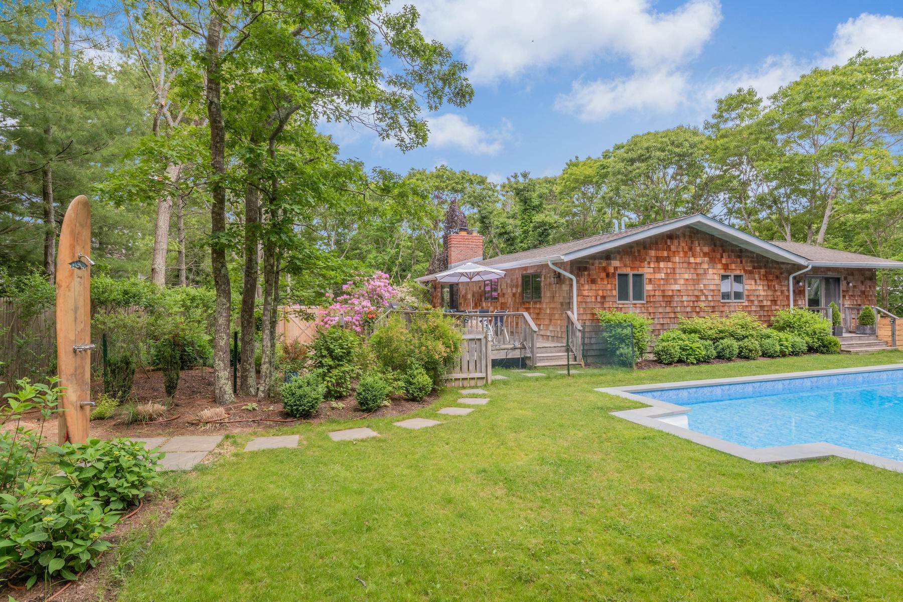 2. Single Family Home at East Hampton House On Elevated Site In The Woods 27 Cosdrew Lane, East Hampton, NY 11937