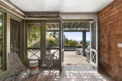 6. Single Family Home at Chic Home With Panoramic Water Views Southampton, NY 11968