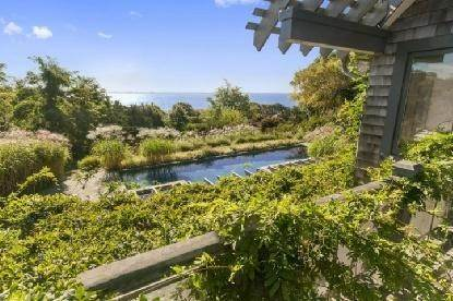 13. Single Family Home at Chic Home With Panoramic Water Views Southampton, NY 11968