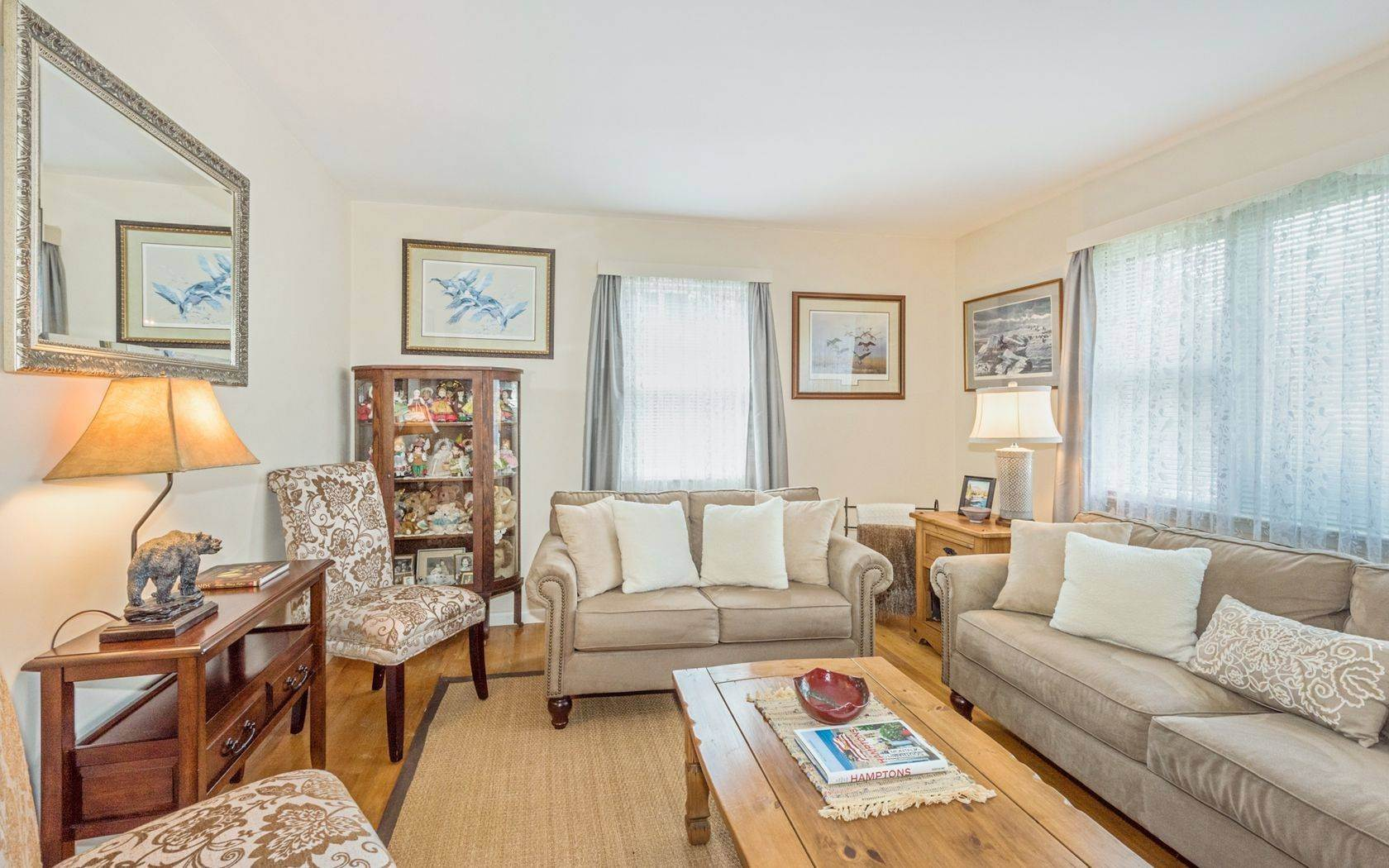 5. Single Family Home at Southampton Village Cottage On A Quiet Street Southampton, NY 11968