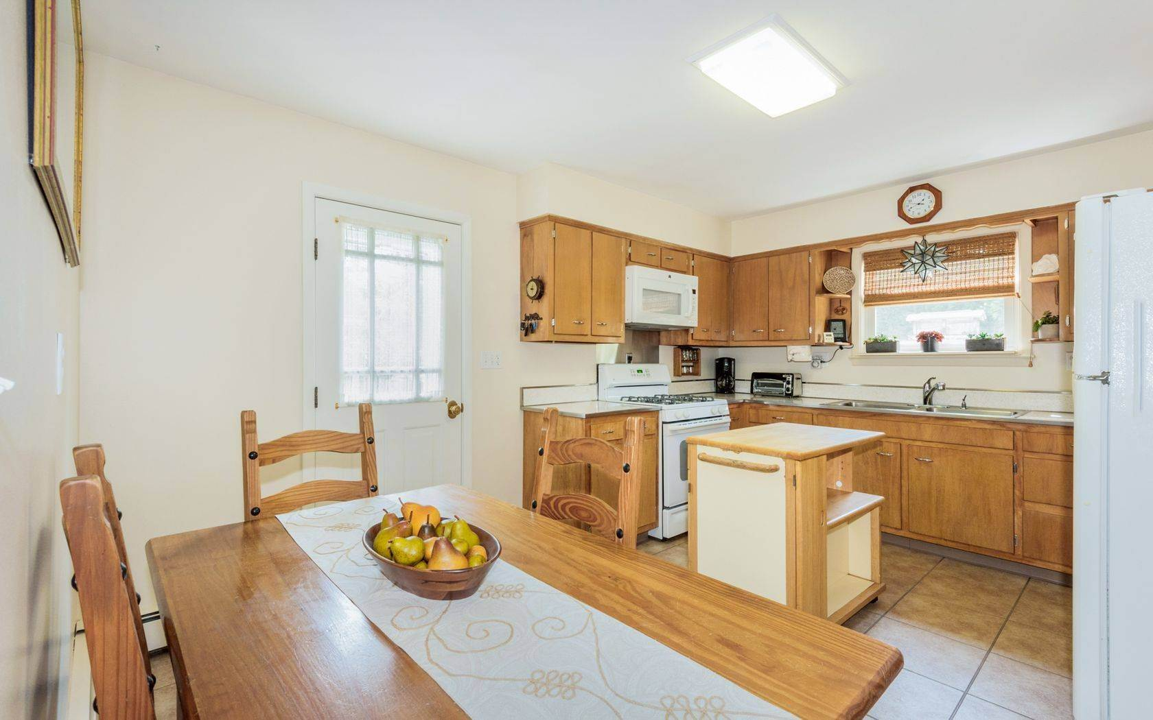 6. Single Family Home at Southampton Village Cottage On A Quiet Street Southampton, NY 11968