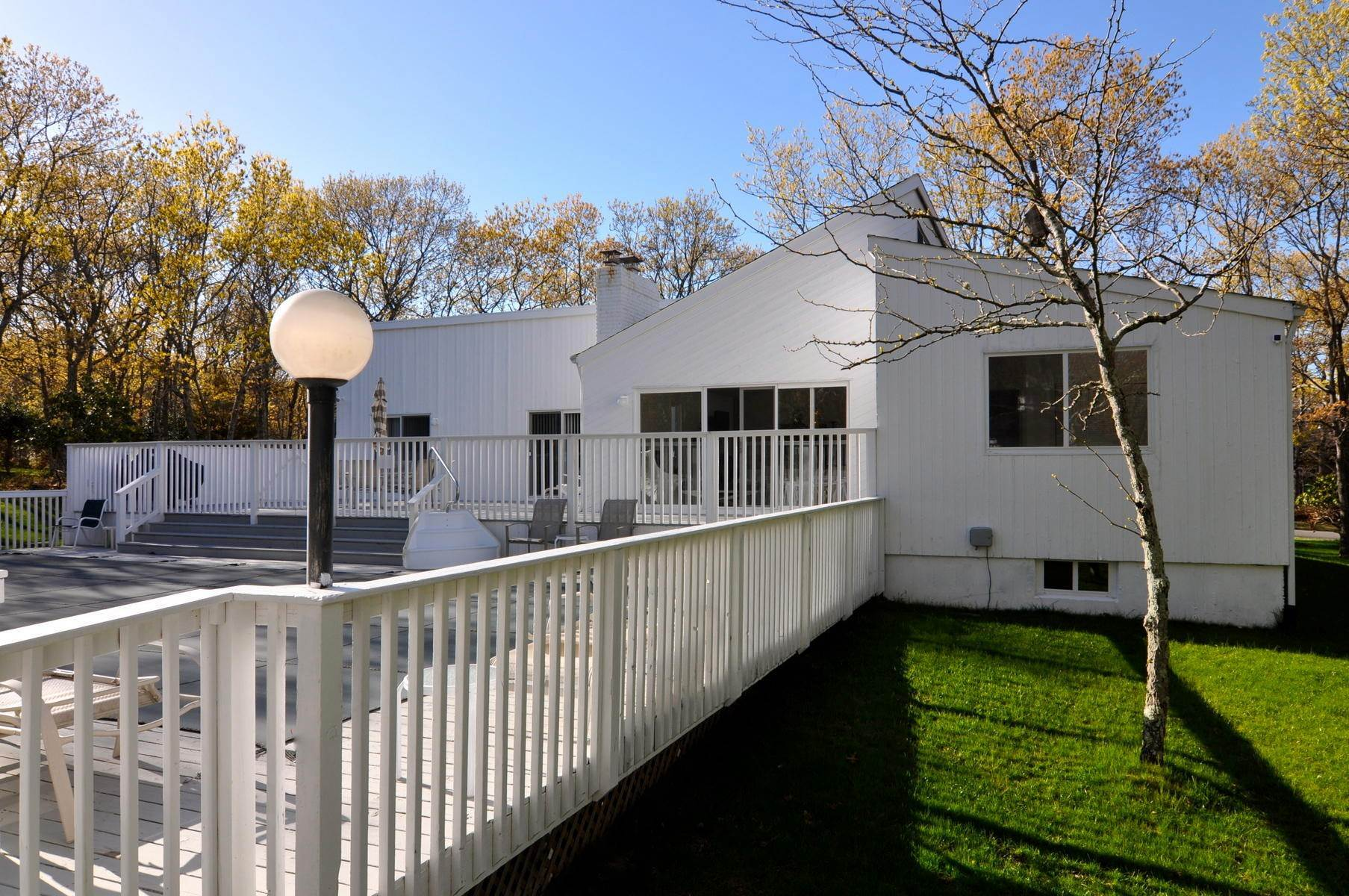 16. Single Family Home at East Hampton - Northwest - Clean And Comfortable East Hampton, NY 11937