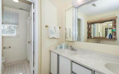 13. Single Family Home at Charming Condo In Southampton Village Southampton, NY 11968