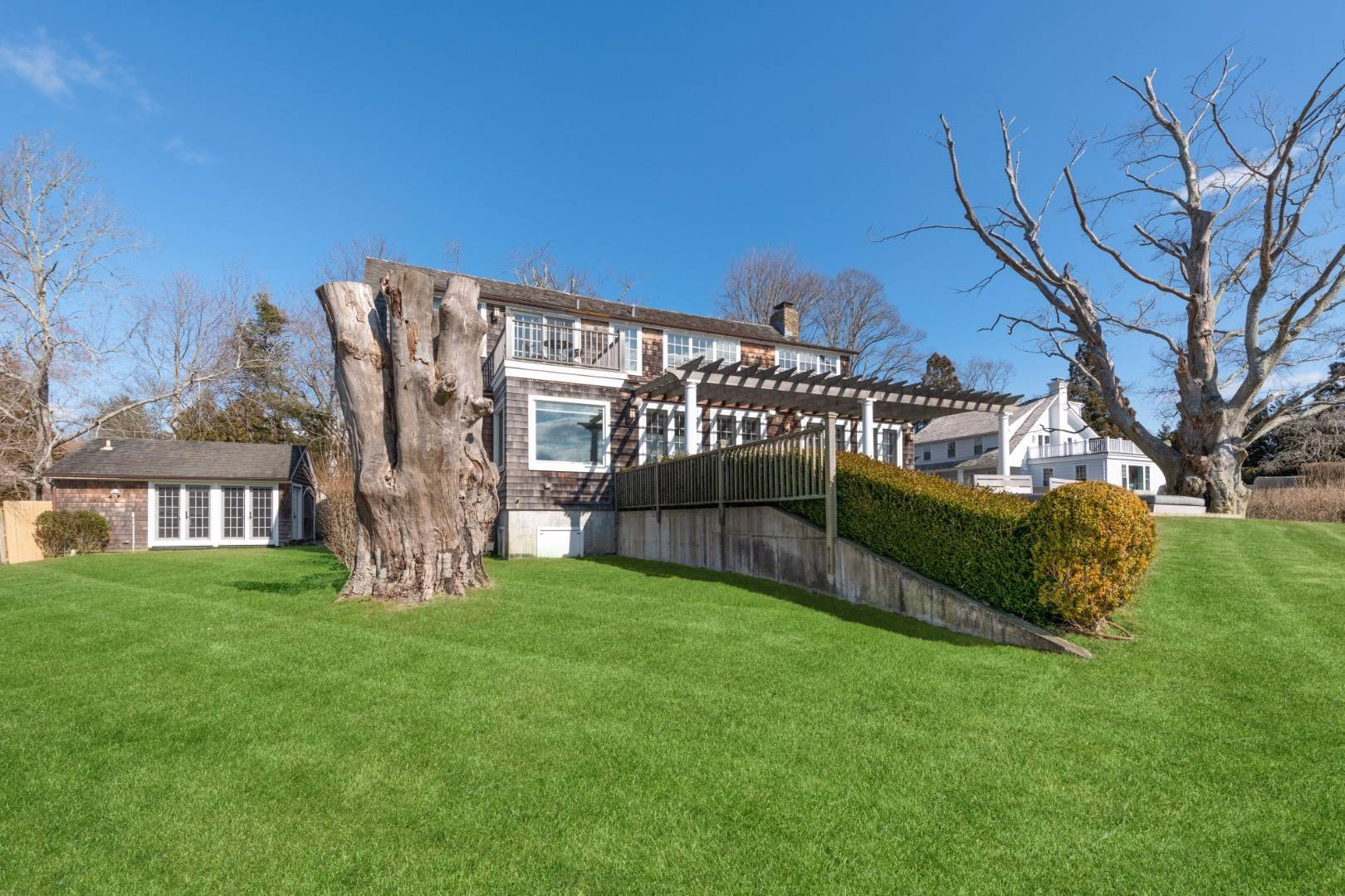 14. Single Family Home at Southampton Village Water Front Cottage Southampton, NY 11968