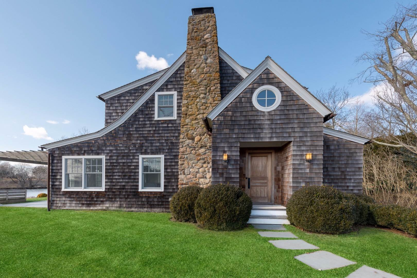 2. Single Family Home at Southampton Village Water Front Cottage Southampton, NY 11968