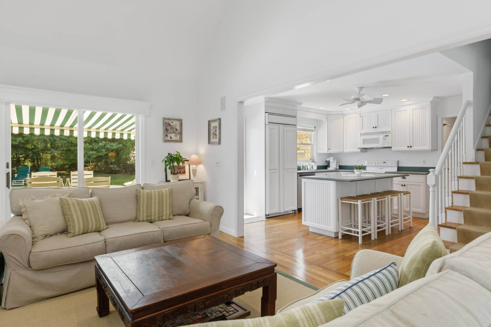 9. Single Family Home at Fabulous Southampton Rental Sunny, Clean With Tennis Southampton, NY 11968
