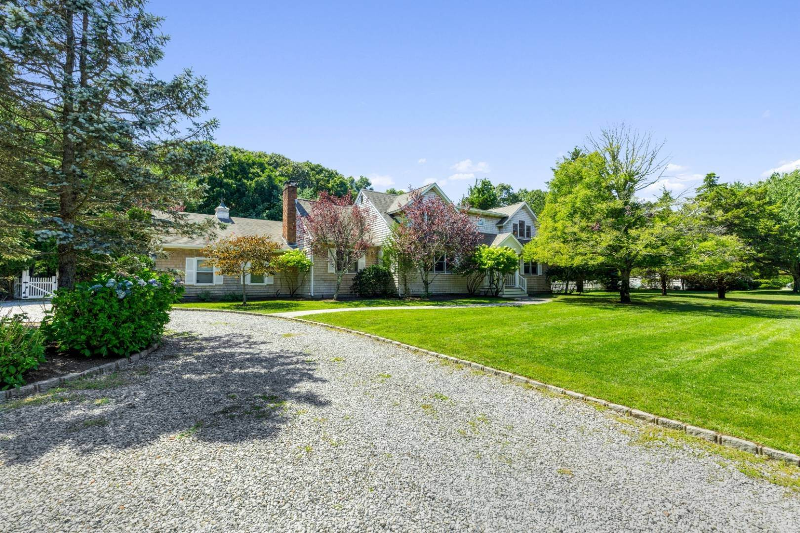 Single Family Home at Fabulous Southampton Rental Sunny, Clean With Tennis Southampton, NY 11968
