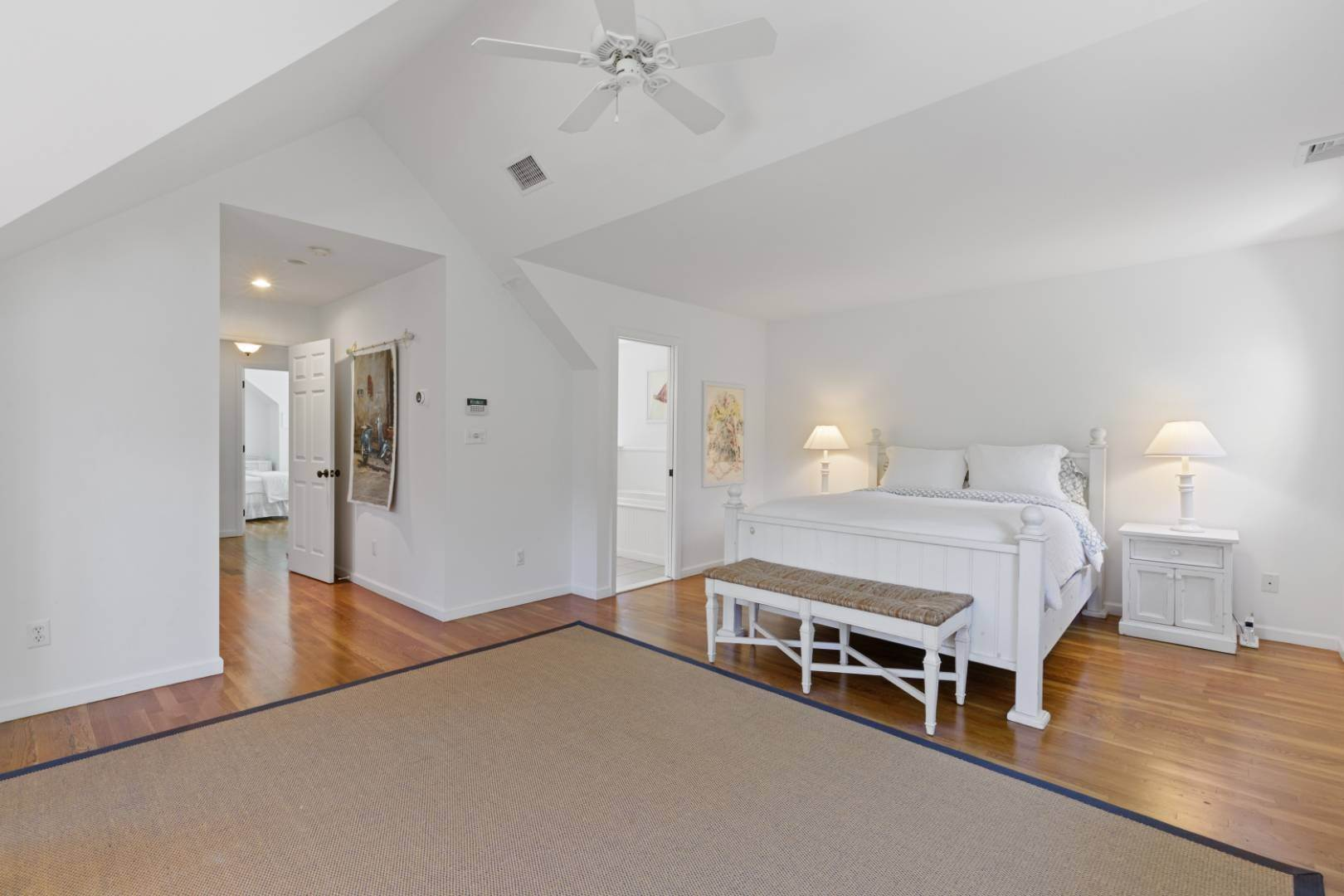 13. Single Family Home at Fabulous Southampton Rental Sunny, Clean With Tennis Southampton, NY 11968
