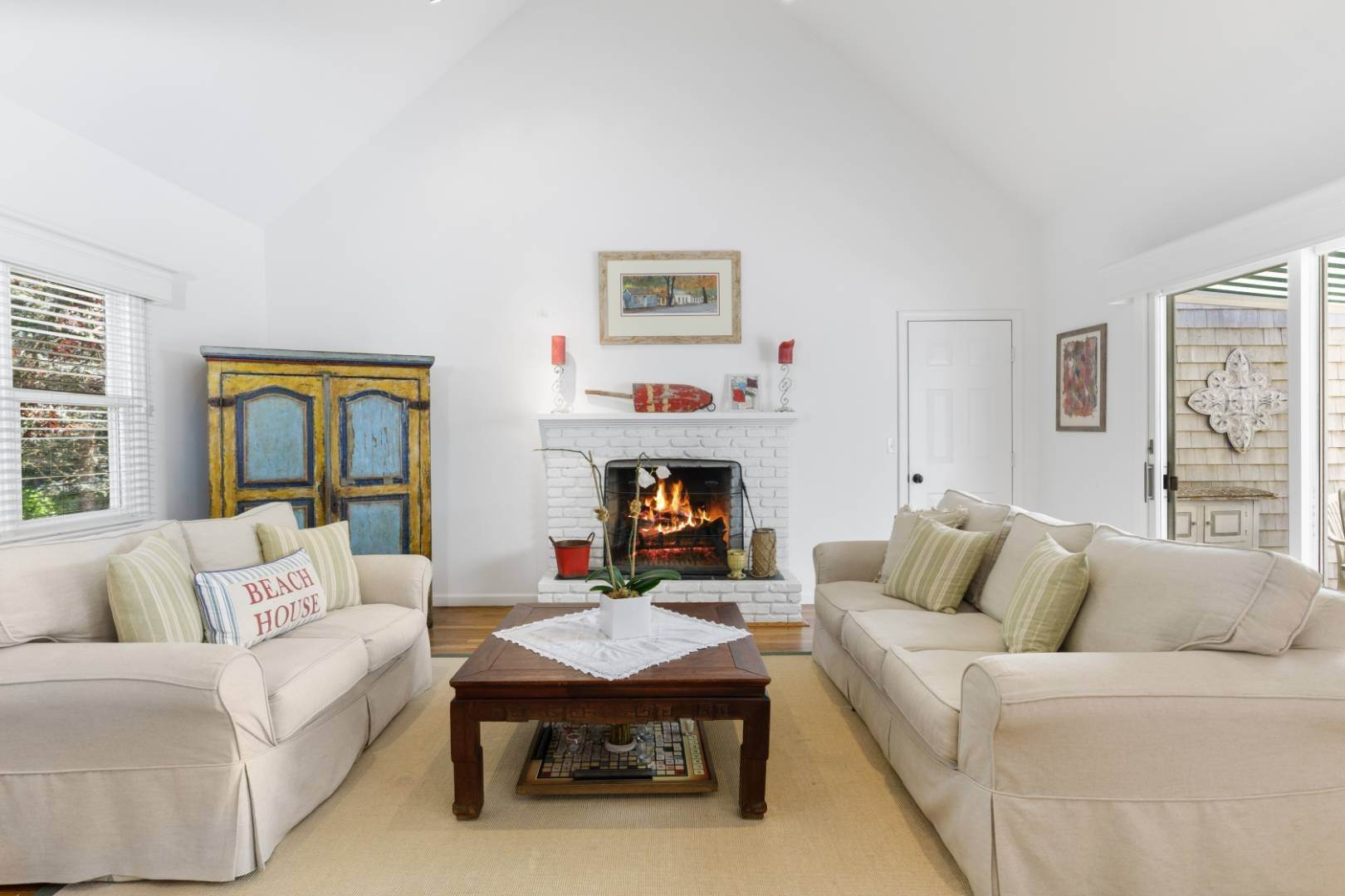 8. Single Family Home at Fabulous Southampton Rental Sunny, Clean With Tennis Southampton, NY 11968
