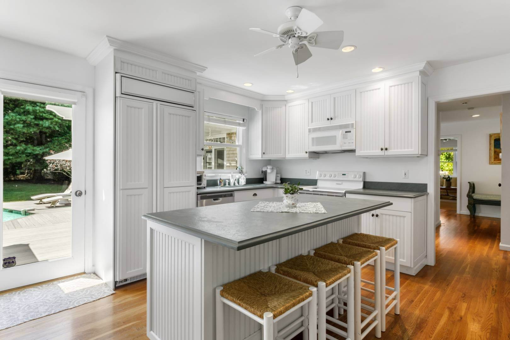 7. Single Family Home at Fabulous Southampton Rental Sunny, Clean With Tennis Southampton, NY 11968
