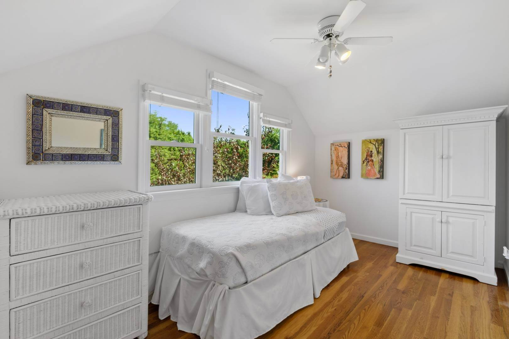 17. Single Family Home at Fabulous Southampton Rental Sunny, Clean With Tennis Southampton, NY 11968