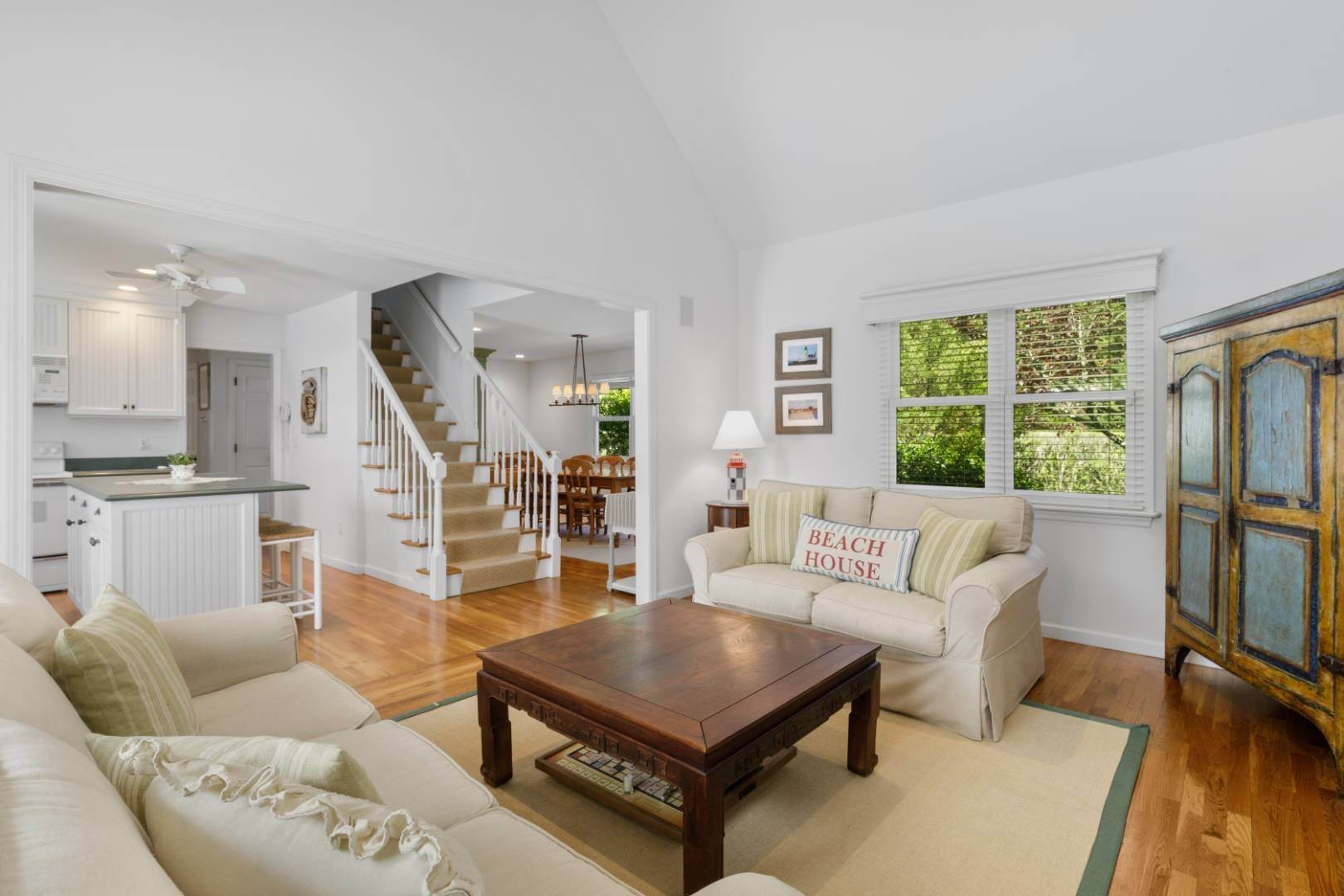 10. Single Family Home at Fabulous Southampton Rental Sunny, Clean With Tennis Southampton, NY 11968