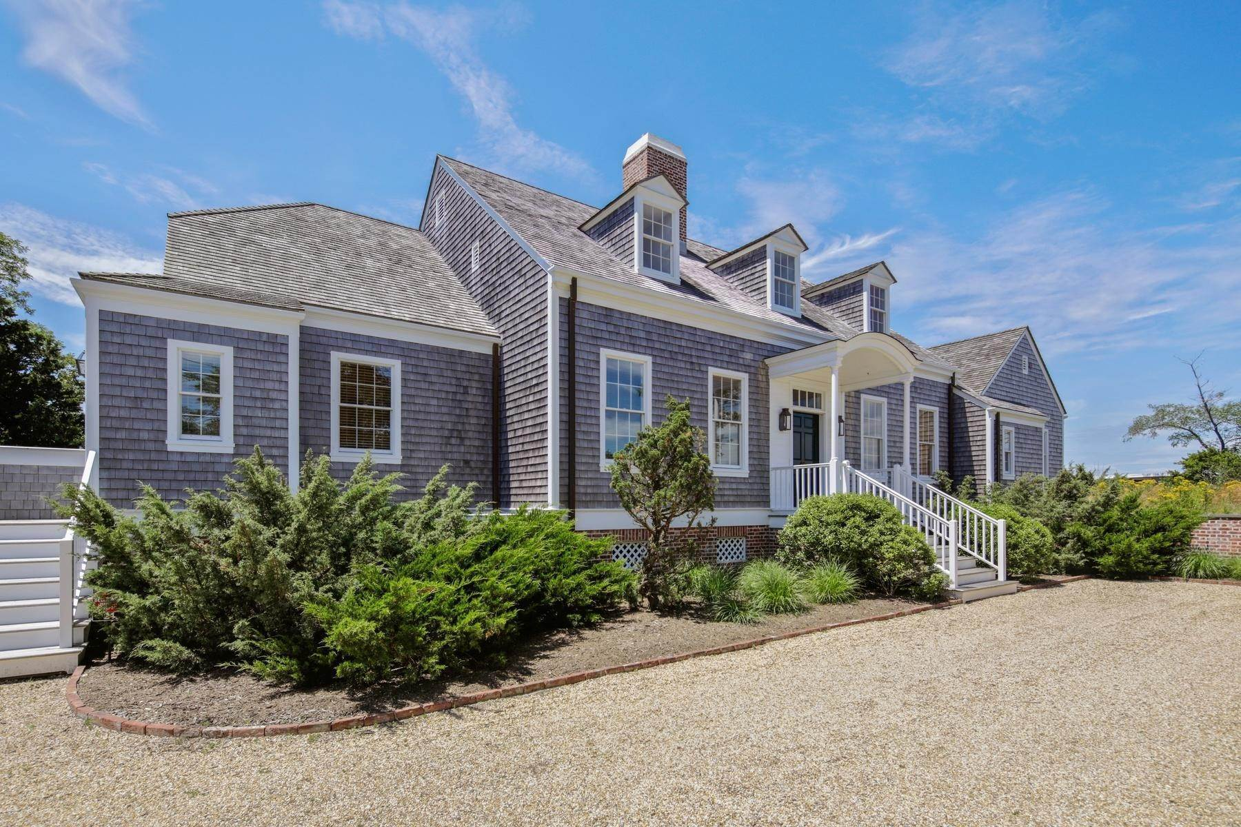 2. Single Family Home at Bullhead Bay Front, New Construction Southampton, NY 11968