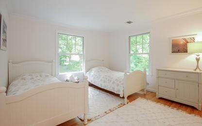 15. Single Family Home at Newly Completed Five Bedroom Home In East Hampton Village East Hampton, NY 11937
