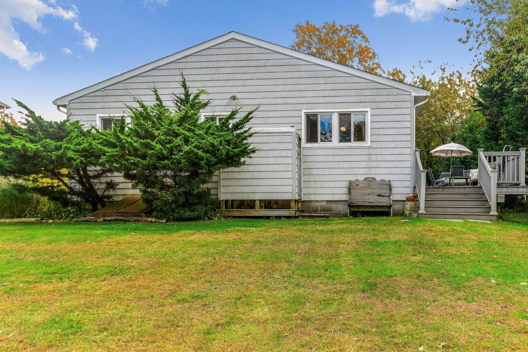 12. Single Family Home at Montauk Beach House Rental Montauk, NY 11954