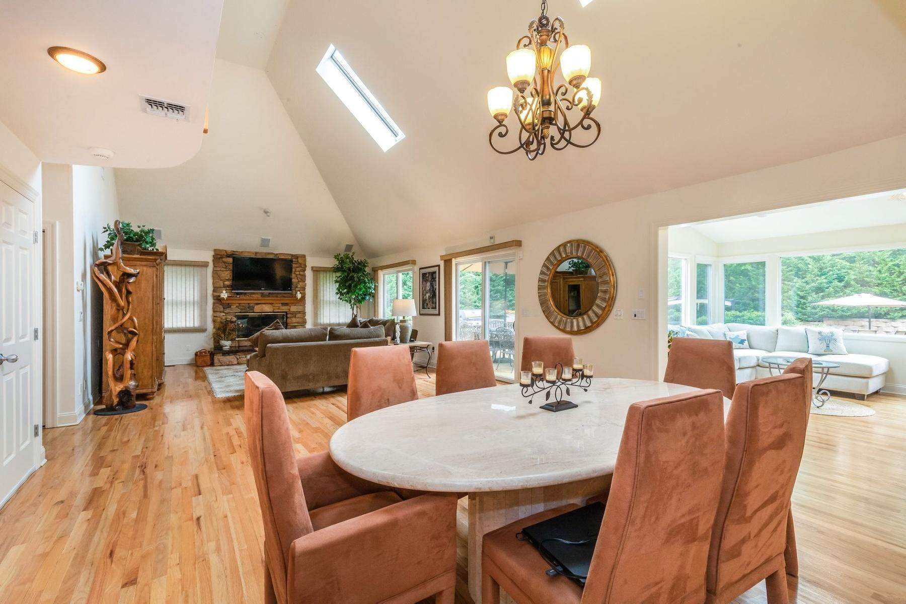 7. Single Family Home at Upscale Home In The Pines With Inground Heated Pool East Quogue, NY 11942