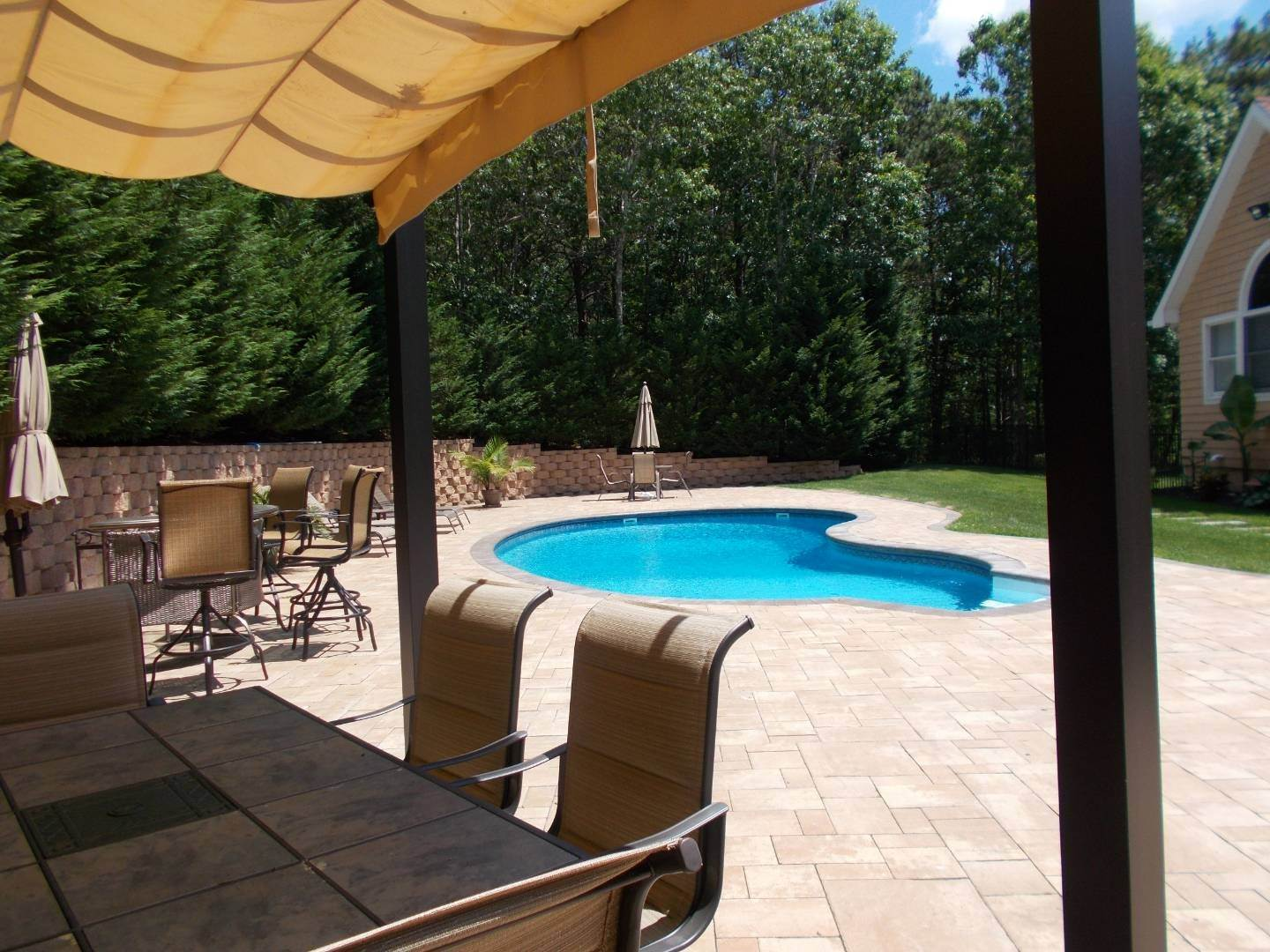 4. Single Family Home at Upscale Home In The Pines With Inground Heated Pool East Quogue, NY 11942