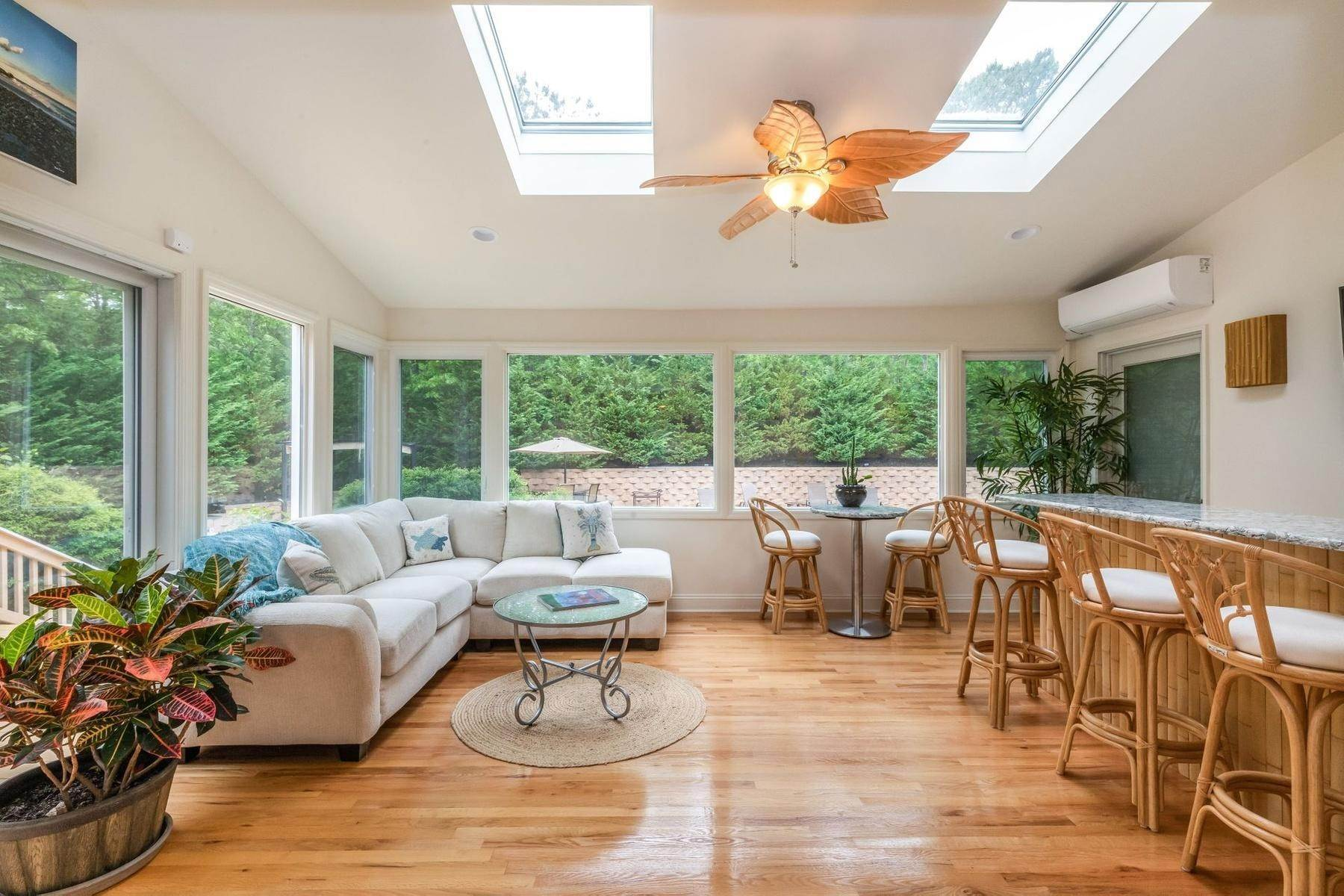 17. Single Family Home at Upscale Home In The Pines With Inground Heated Pool East Quogue, NY 11942