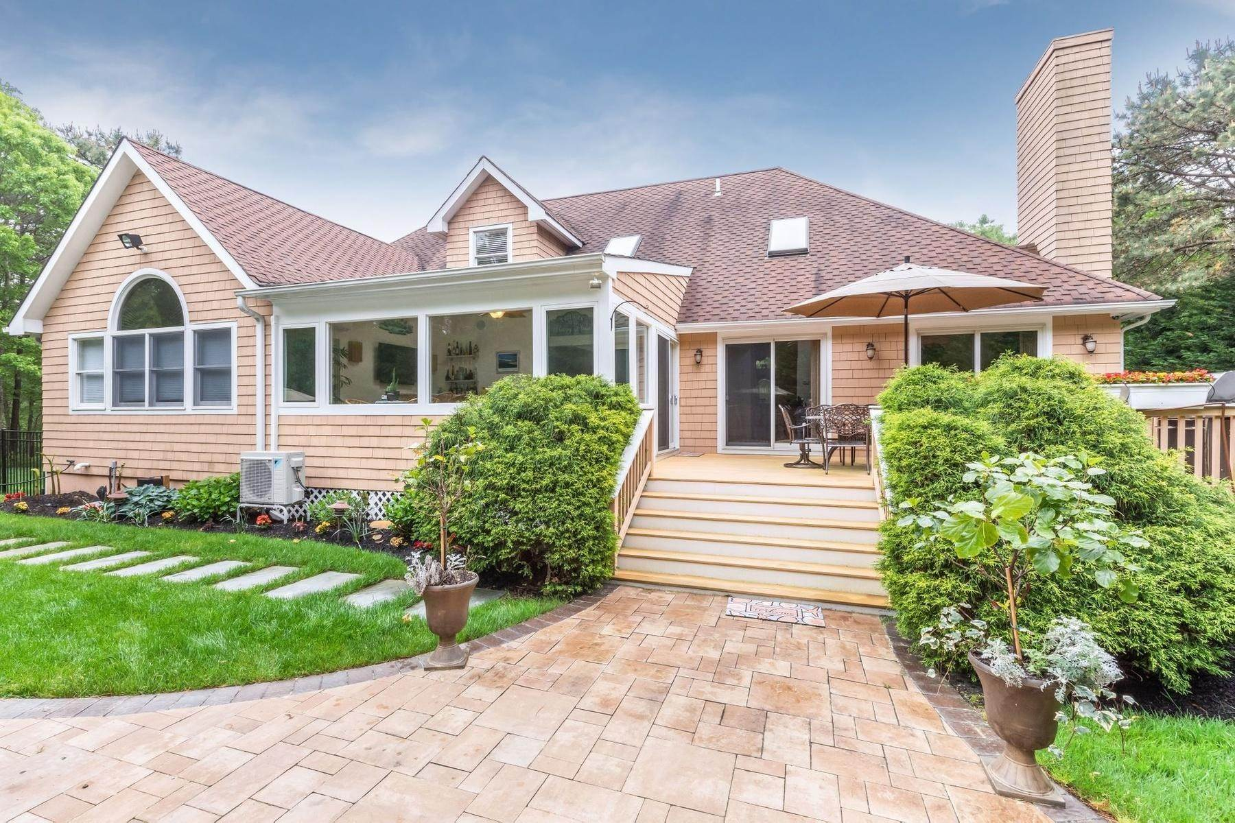 21. Single Family Home at Upscale Home In The Pines With Inground Heated Pool East Quogue, NY 11942