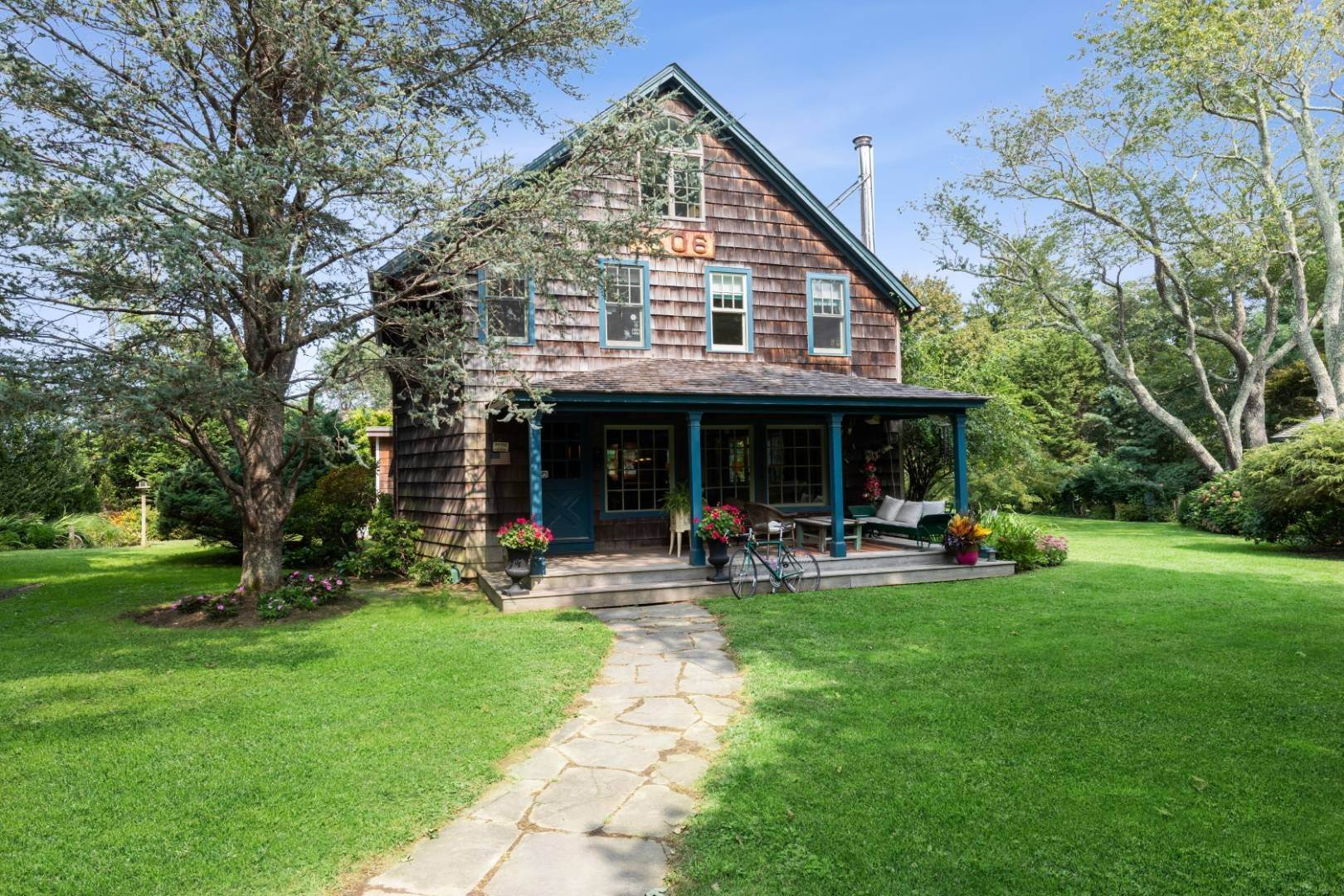 Single Family Home at Stunning, Secluded And Convenient In The Heart Of Bridgehampton Bridgehampton, NY 11932