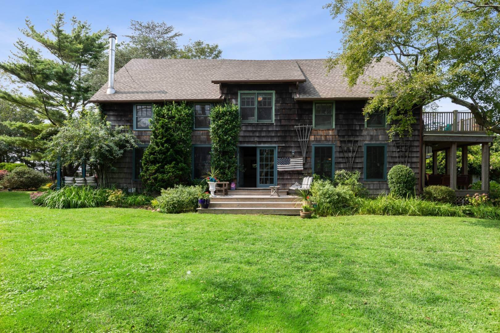21. Single Family Home at Stunning, Secluded And Convenient In The Heart Of Bridgehampton Bridgehampton, NY 11932