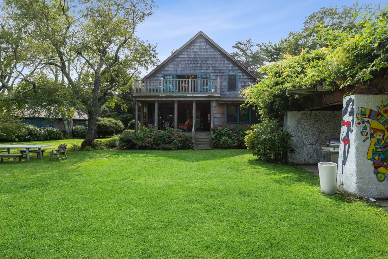 22. Single Family Home at Stunning, Secluded And Convenient In The Heart Of Bridgehampton Bridgehampton, NY 11932