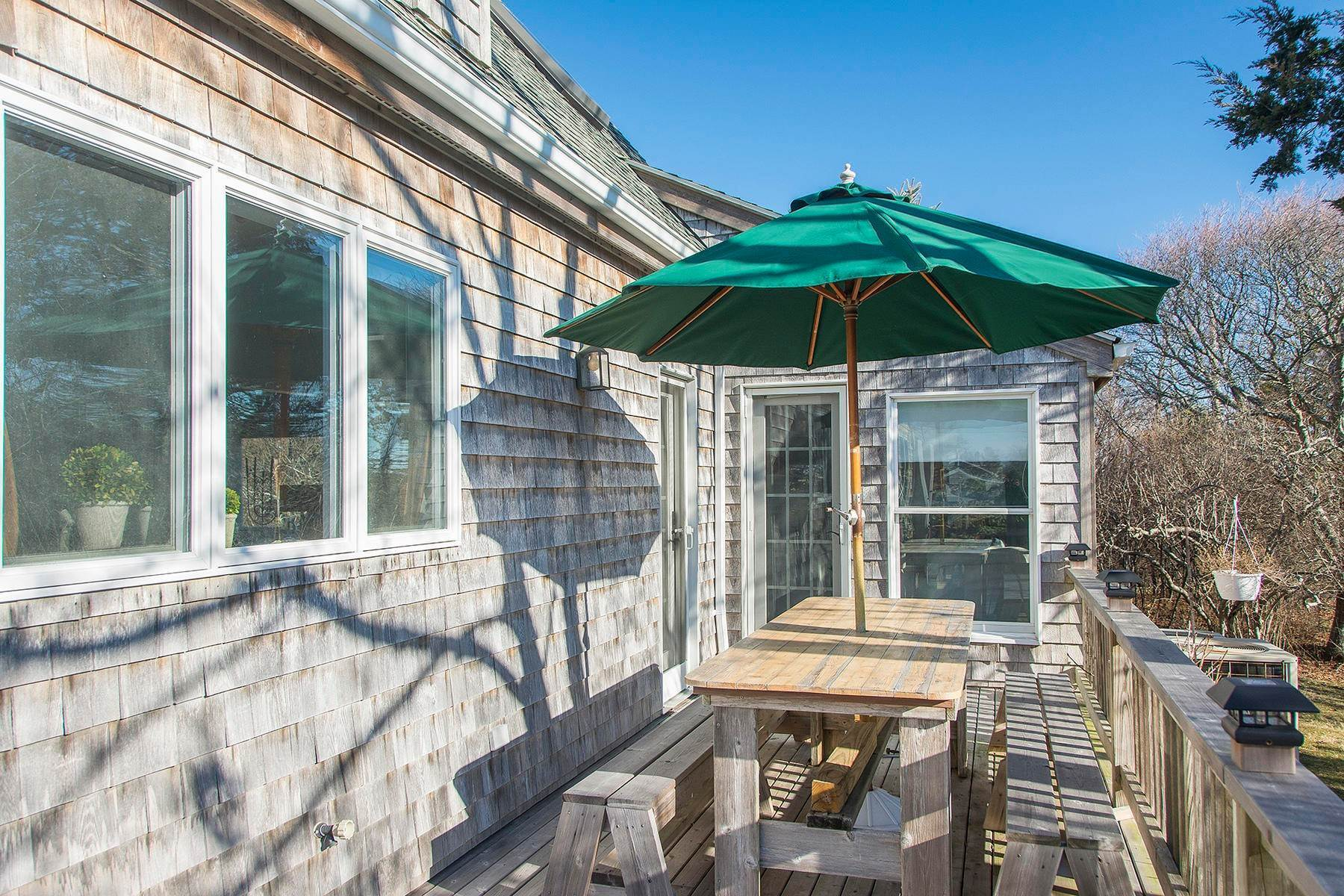 16. Single Family Home at Spacious Montauk Home-Newly Renovated With Pool Montauk, NY 11954