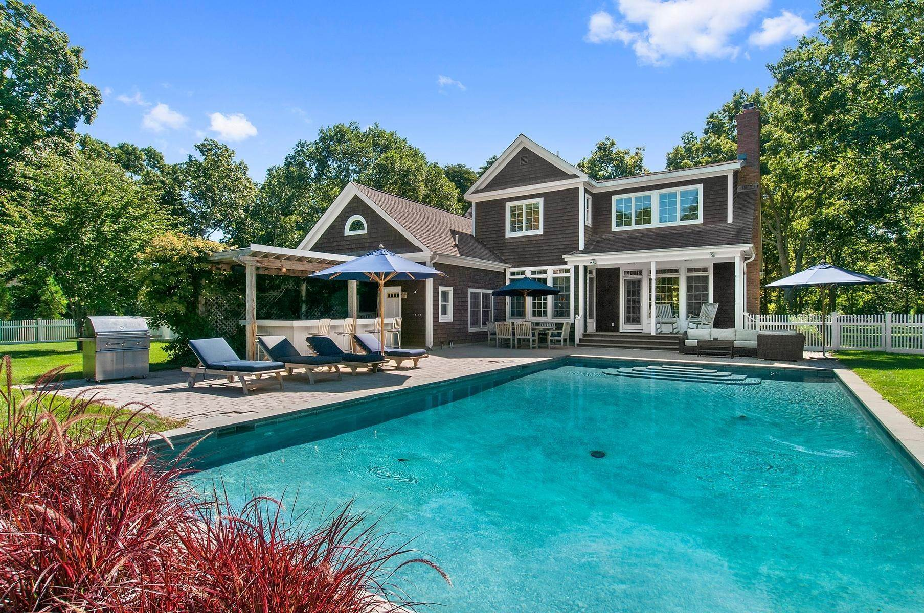 Single Family Home at Lovely Sagaponack Home On A Quiet Cul-De-Sac 100 Greenleaf Lane, Sagaponack Village, NY 11962