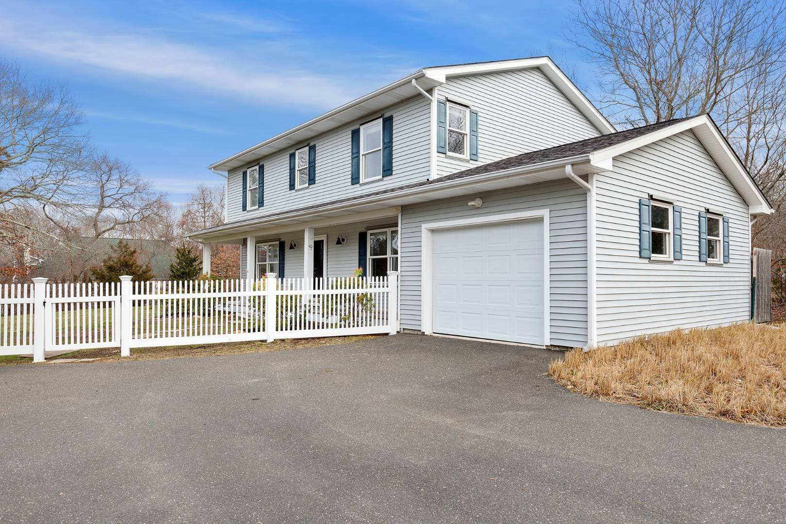 Single Family Home for Sale at Hilltop Traditional, Like New 10 Bay View Ave, East Hampton, NY 11937