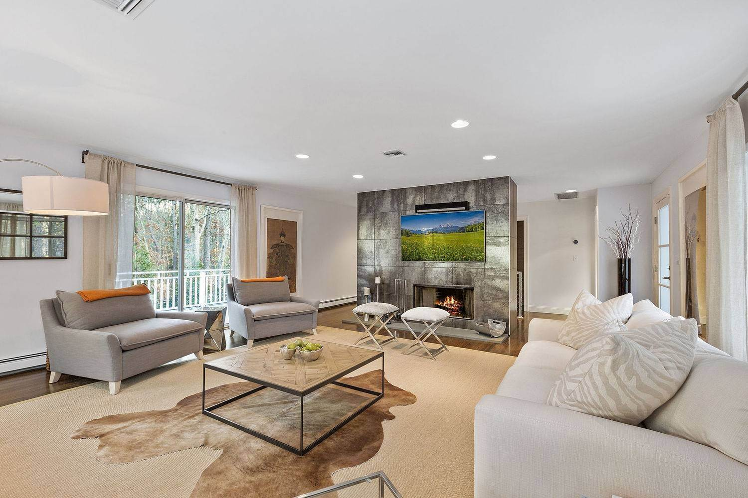 Single Family Home for Sale at Turnkey Minutes To East Hampton And Sag Harbor Villages 65 Edwards Hole Rd, East Hampton, NY 11937