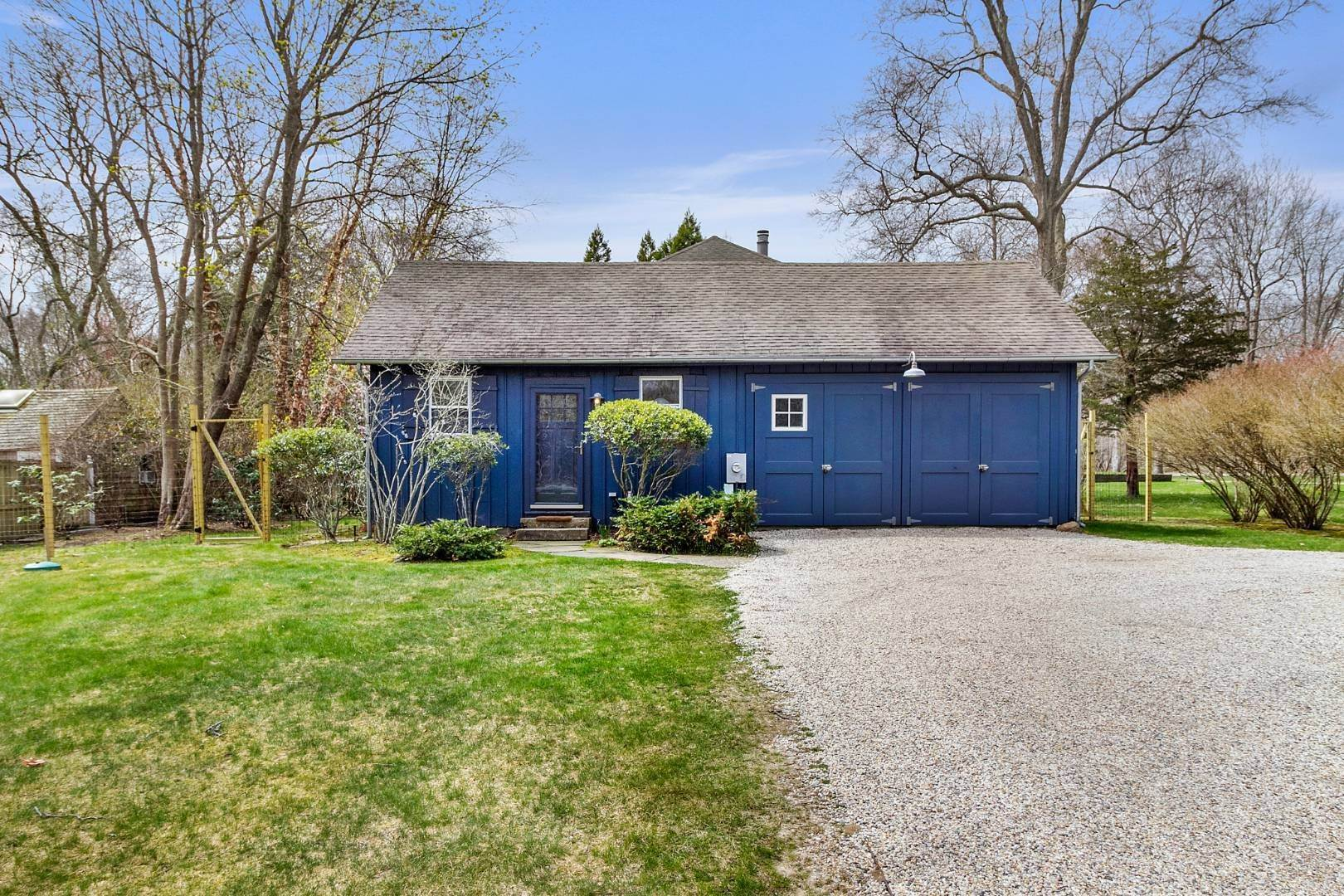 18. Single Family Home for Sale at Historic Springs Two-House Compound 104 Old Stone Hwy, East Hampton, NY 11937