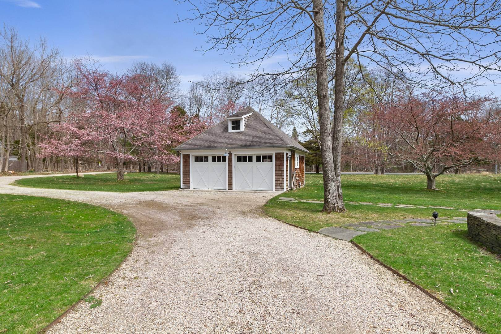 20. Single Family Home for Sale at Historic Springs Two-House Compound 104 Old Stone Hwy, East Hampton, NY 11937